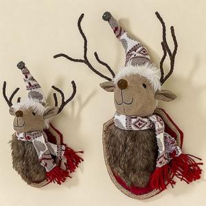 Karácsonyi rénszarvas figura 40cm fali rénszarvas fej textil csengettyűs sapkában sállal